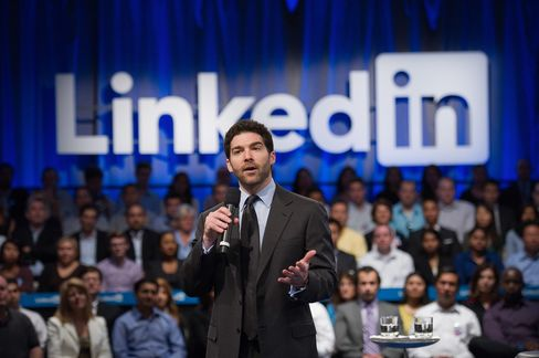 LinkedIn Sales Top Estimates on Demand for Recruitment Services