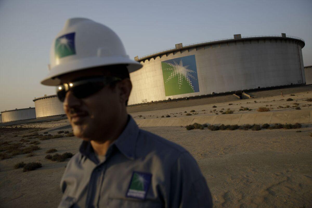 Saudis Face Pricing Dilemma as Oil War Enters Second Month