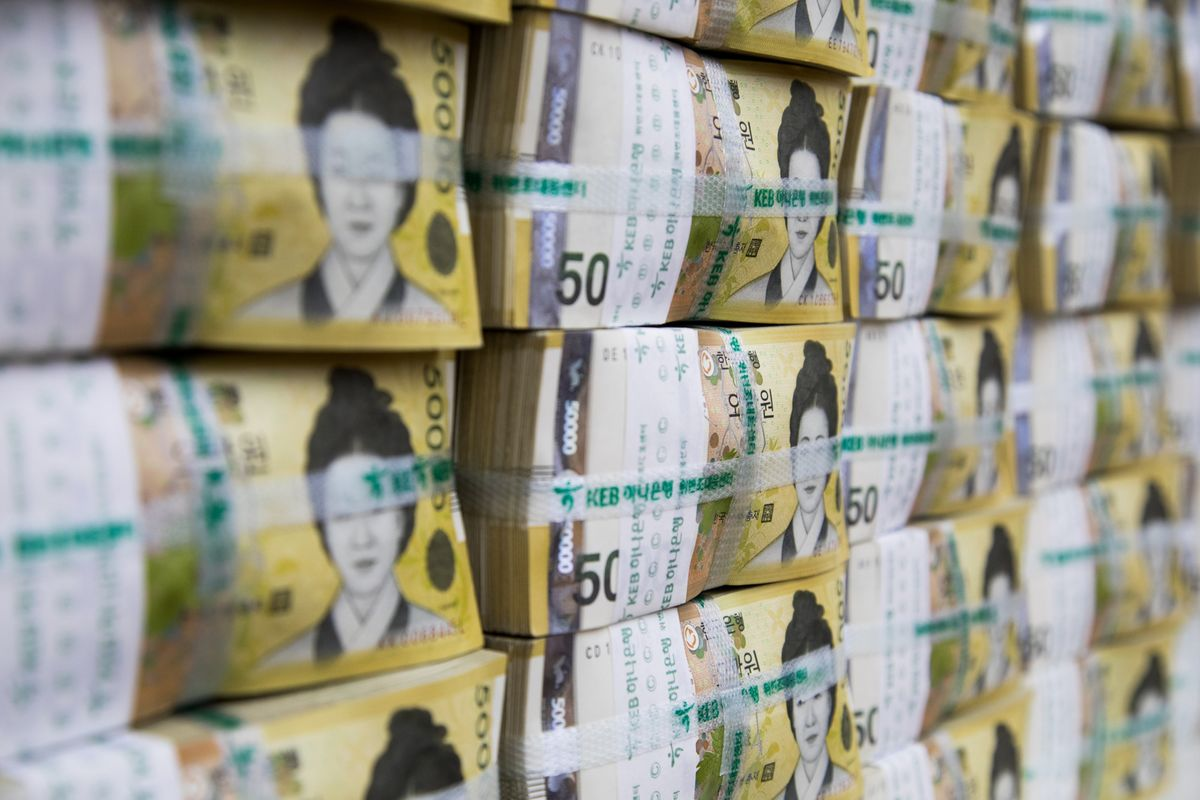 Traders May Beat Central Bank to Rescue of Beleaguered Korea Won