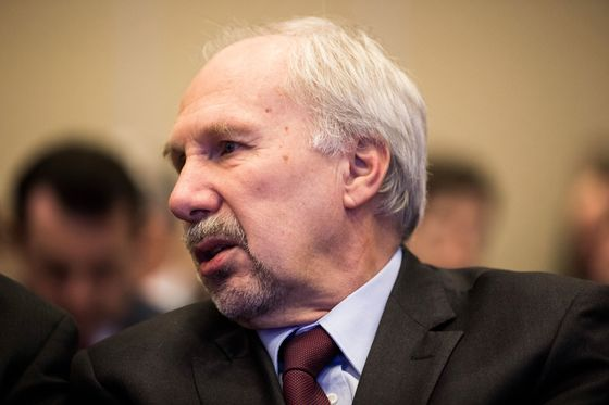 ECB's Nowotny Sees Euro-Area Economy Stabilizing in Second Half