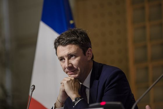 Two French Cabinet Ministers, Government Spokesman Step Down