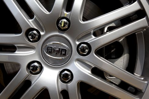 Buffett's BYD Said to Plan Sale of Up to 20% of Hong Kong Stock