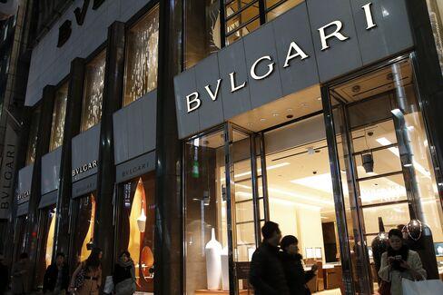 Vuitton to Tiffany Seen Pressured in Japan by Weaker Yen