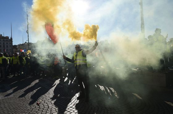 Yellow Vests Gather Across France for Ninth Protest Weekend