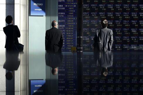 株価ボードとウオッチャー