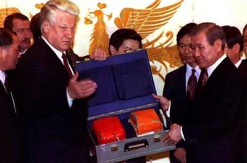 Handing Over Korean Air Lines Flight 007 Black Box