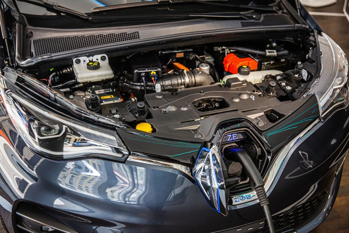 Electric Cars Closing In on Gas Guzzlers as Battery Costs Plunge
