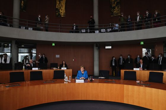 Merkel Oblivious to Wirecard Allegations Before China Visit