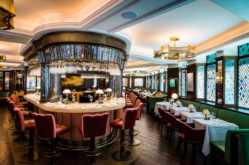 There's a new bar where guests may eat right in the center of the dining room.
