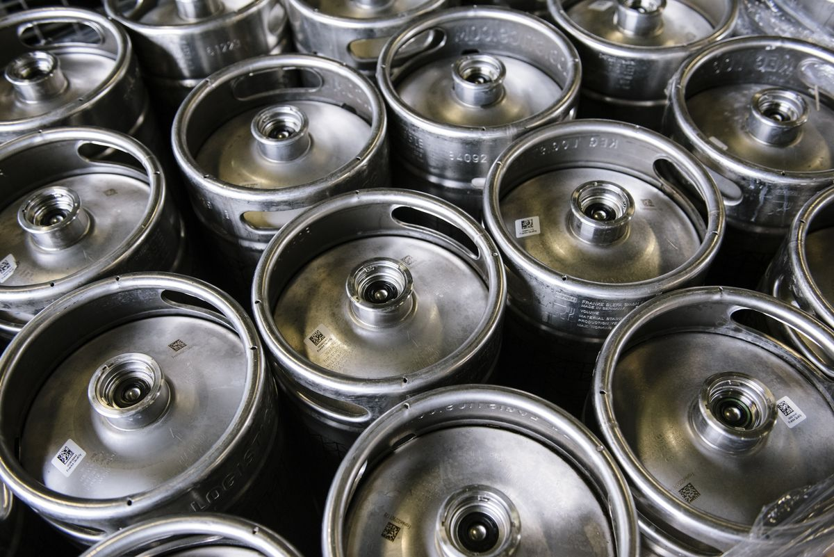 bloomberg.com - Alexandre Tanzi - Brewers Pour 50% Less Beer Into Kegs With U.S. Bars Locked Down