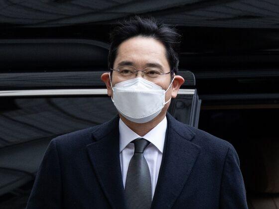 Samsung's Lee Wins Parole After Jail Sentence for Bribery