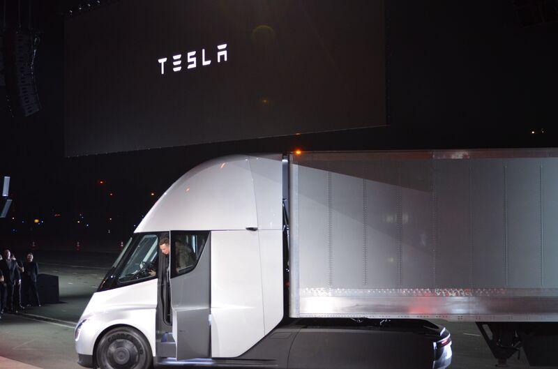 Imagen de un camión blanco