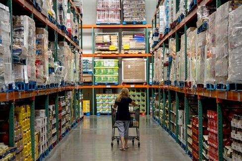 Costco Reluctantly Searches the Web for Younger Shoppers