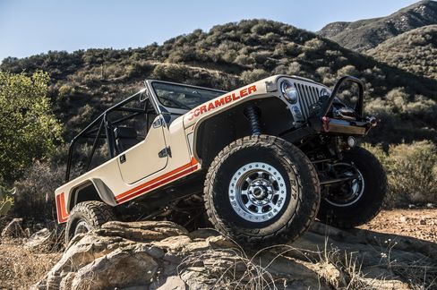 Climbing hills and over boulders ain't no thing—just popthe levers and let the Scrambler go.