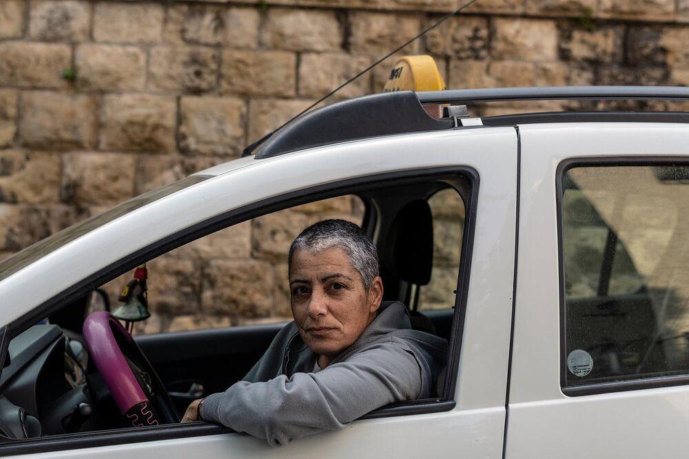 Mizrahi in her taxi.