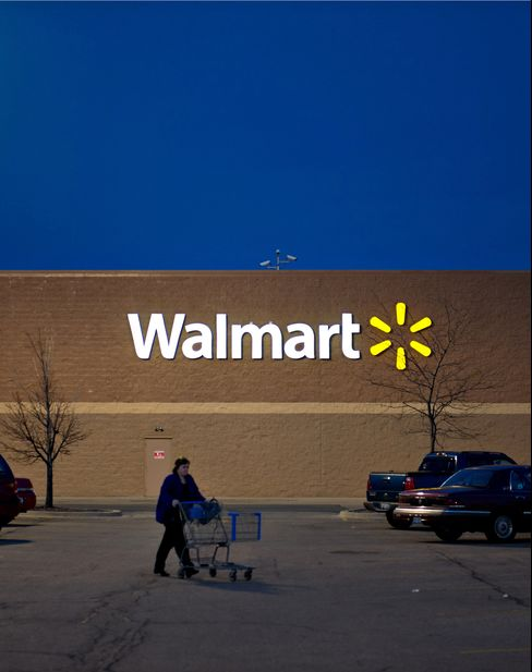 Wal-Mart Shoppers Seen Overrunning Black Friday Union Protests