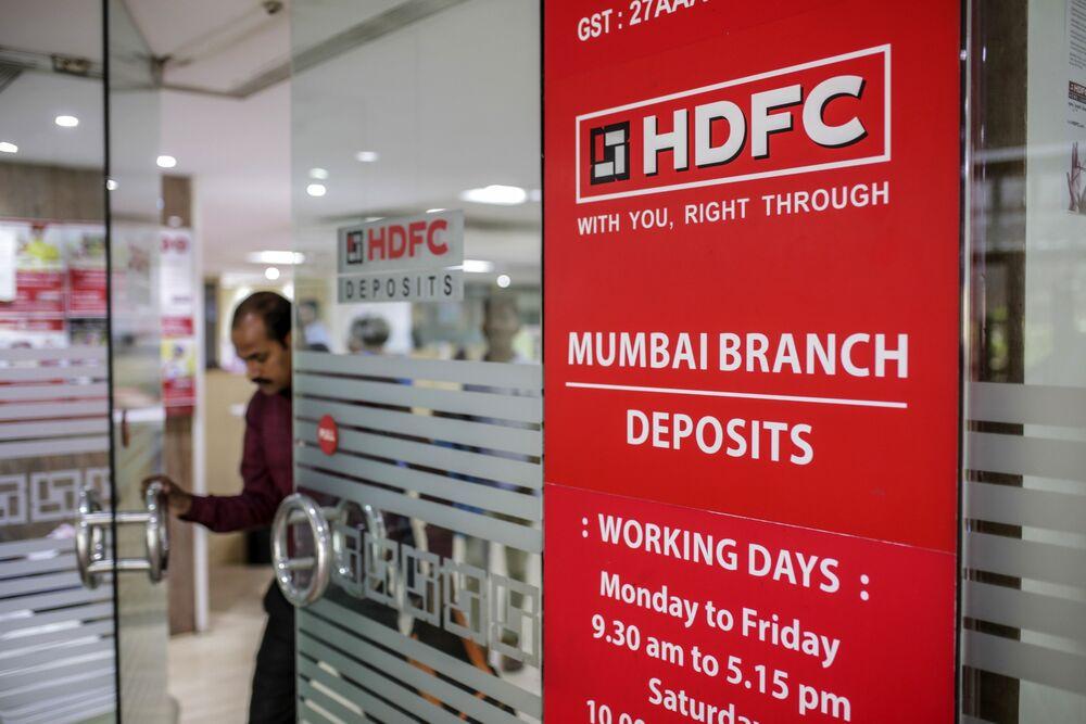 HDFC Bank Profit Misses Estimate as Bad Loans Rise on Virus Wave - Bloomberg