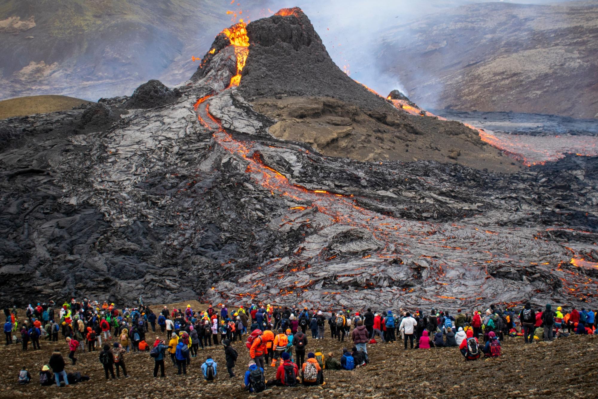 TOPSHOT-ICELAND-VOLCANO-ERUPTION