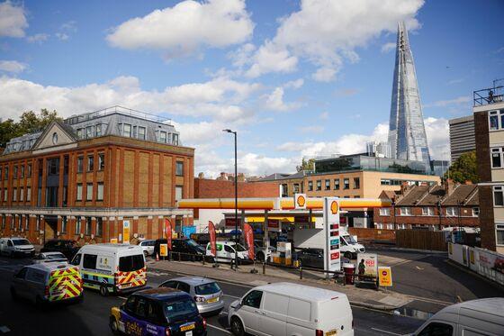 U.K. Fuel Panic Deepens the Pain in Crisis-Prone Economy
