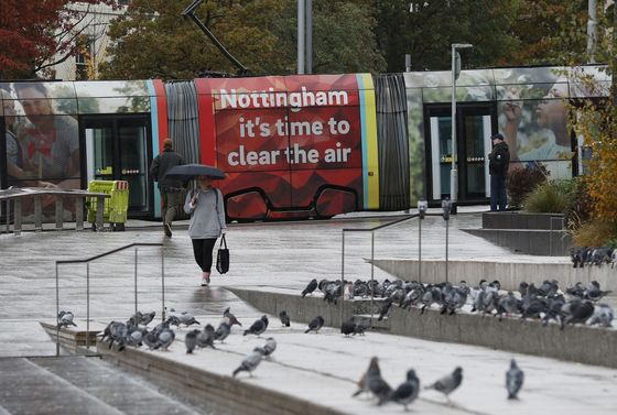 U.K. 'Striving to Avoid' Lockdown as Scientists Sound Alarm