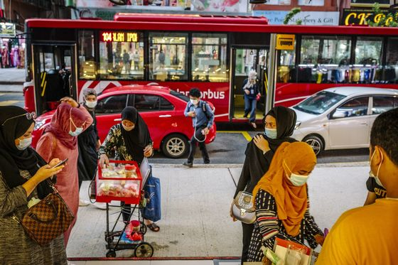 Crucial Eid Holiday Shopping Season Is a Bust in Southeast Asia