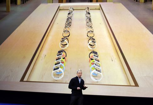 Tim Cook previews the Apple Watch retail displays.