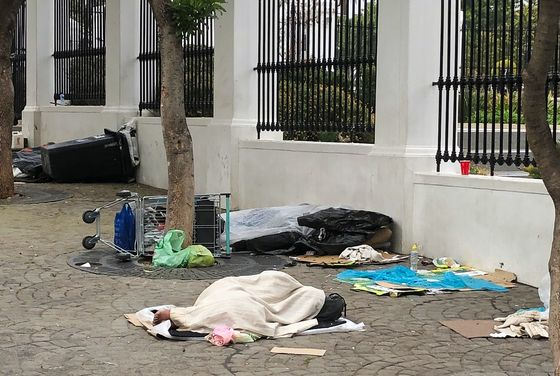 Homelessness Spreads in Cape Town as South Africa Economy Flags