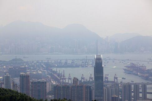 Hong Kong's Air Pollution May Climb to Third-Quarter Record