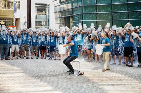 The Ice Bucket Challenge Tricks Your Brain Into Wanting a Frosty Shower