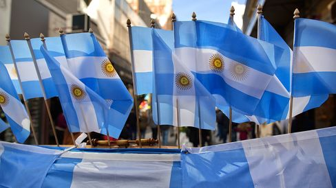 Argentine Bonds Gain as Primary Indicates Chance of Runoff
