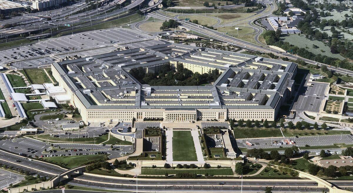 Amazon Asks Court to Pause Microsoft Work on $10 Billion Pentagon Cloud Deal