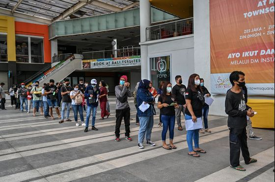 Logistics, Staff Shortage Hurt Indonesia's Shot Progress