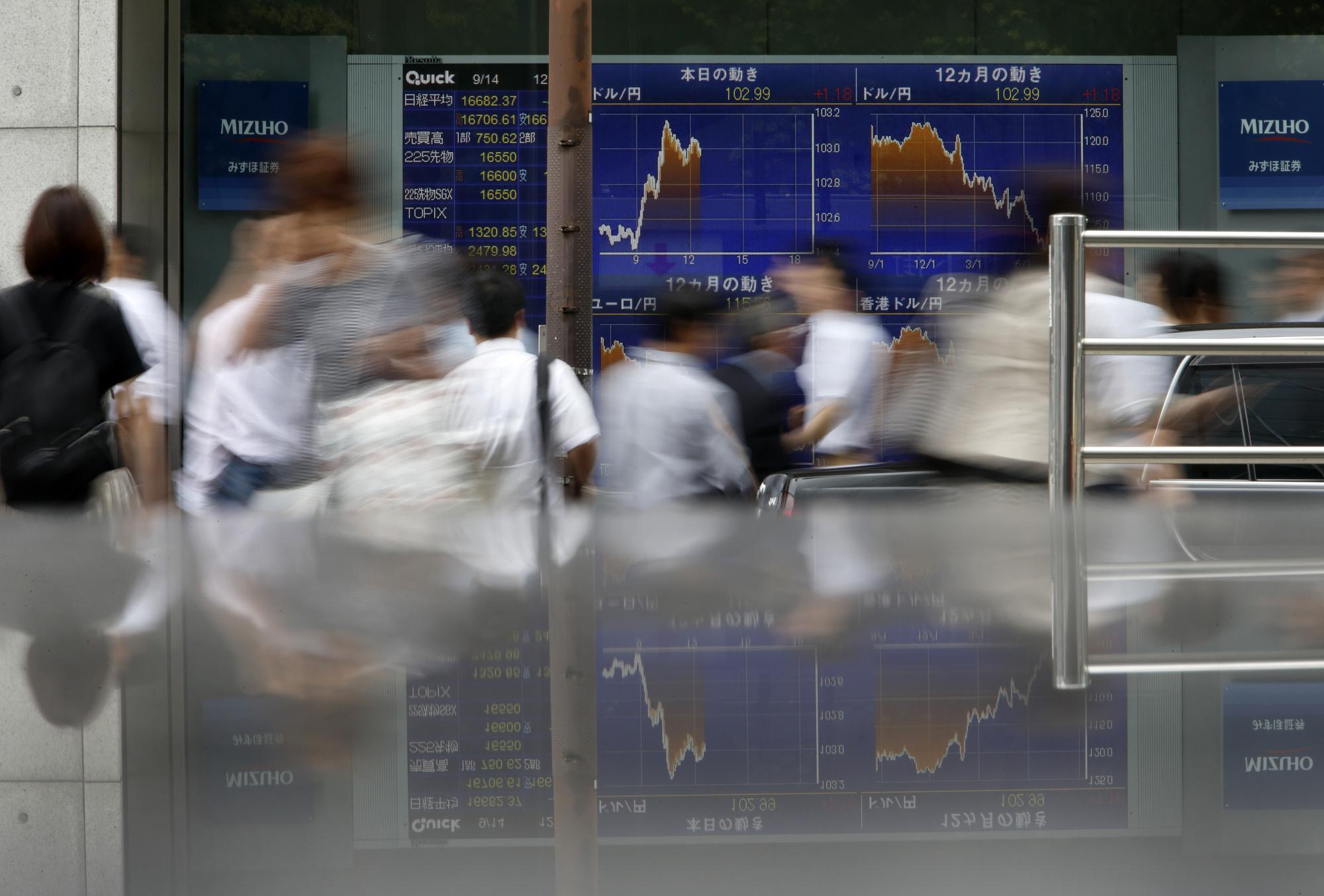 bloomberg.com - Andreea Papuc - U.S. Stock Futures Drop as Trump Readies Tariffs: Markets Wrap