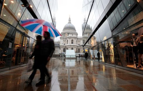 U.K. Economy Shrinks Most in Three Years on Weather, Jubilee