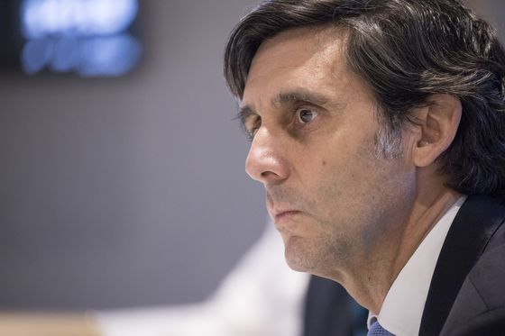 Telefonica's M&A Plan Leaves CEO With No Room for Error