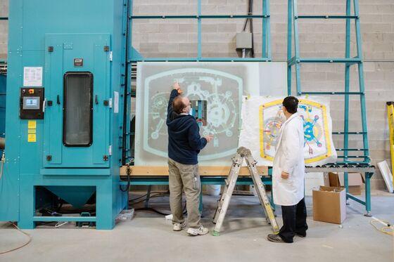 A New York Watch Store Gets a 37,000-Pound Glass Sculpture