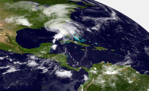 Tropical Storm Andrea Cancels Flights as It Moves 0ver U.S. East
