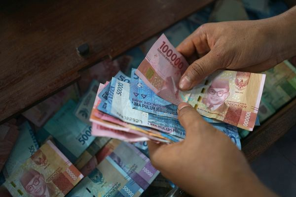Daily Use of Rupiah as Indonesian Currency Drops to 3-Year Low