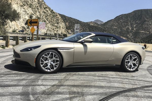 Its Easy To Make Mistakes With A Aston Martin DB Volante - Aston martin volante