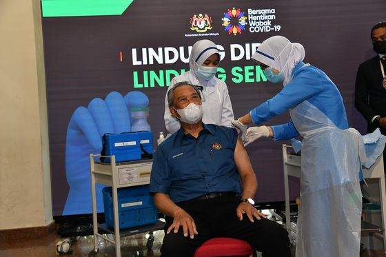 Malaysia Starts Coronavirus Vaccination, PM Gets First Shot