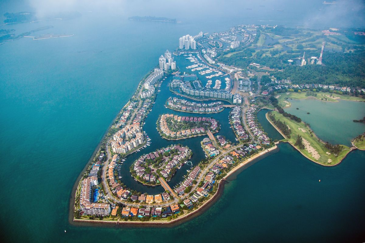 Singapore's Richest Family Clashes Over China Property Expansion