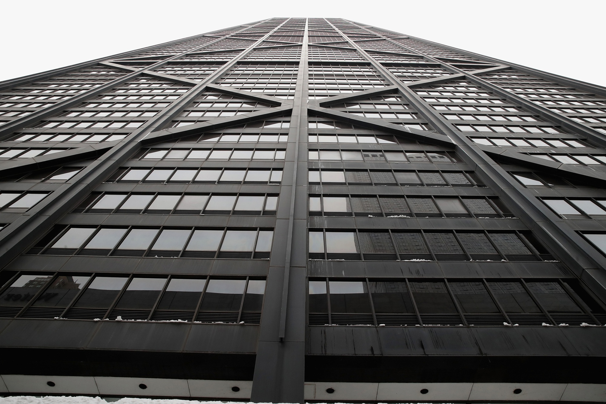 bloomberg.com - Elevator in Chicago Skyscraper Fell 84 Floors Before Rescue