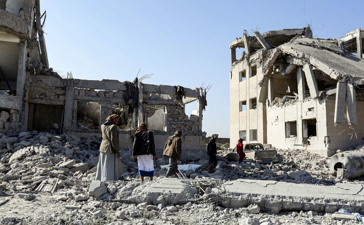 Saudi Allies Fighting Each Other Hands Yemen Initiative to Iran