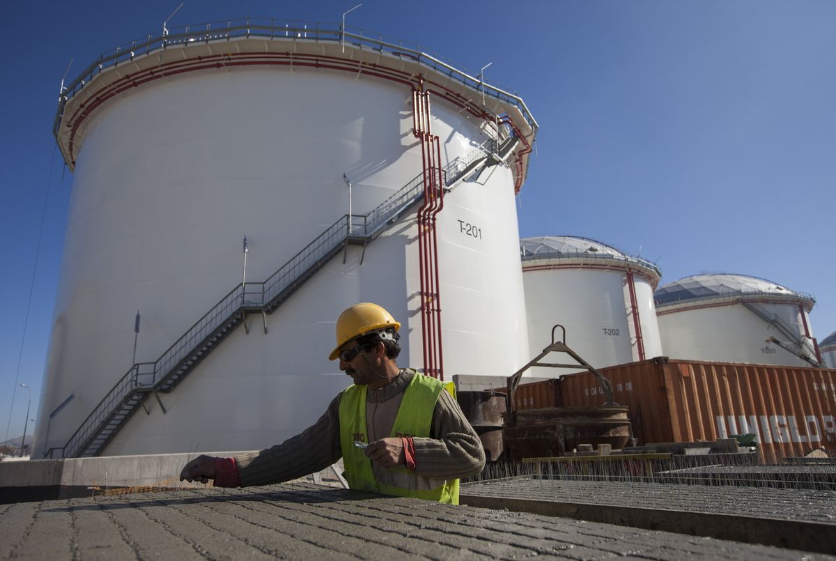 Vitol Says Oil Stockpiles Will Shrink Rapidly by Year-End thumbnail