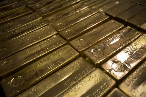 Morgan Stanley to Goldman Cut Gold Forecasts as Easing May End
