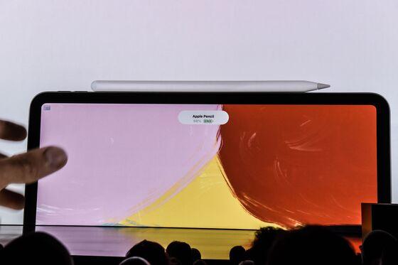 Apple's Tariff Tradeoff: Raise Phone Prices or Suffer Margin Hit