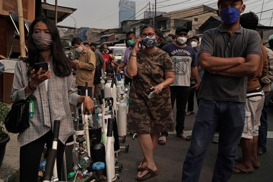 Indonesia to Import Oxygen Tanks as Health System Struggles