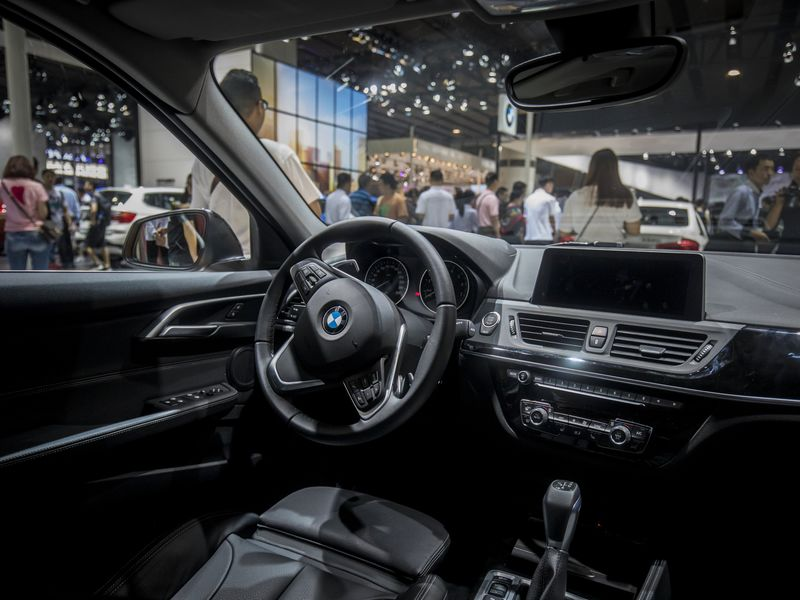 China slashes tariffs on imported cars after truce with Trump (bloomberg.com)