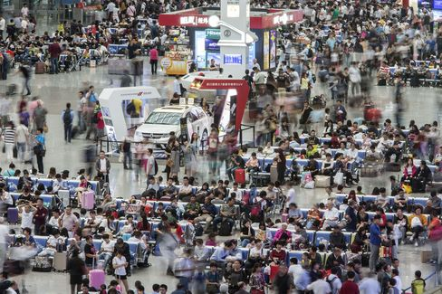 Travelers wait in the main hall of the Shanghai Hongqiao Railway Station on Sept. 29.