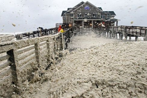 Sandy, at 900 Miles Wide, Batters the East Coast